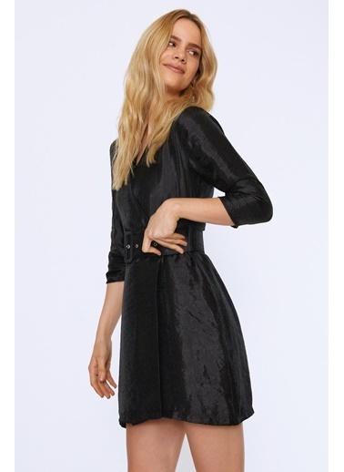 Quzu Beli Kemerli Kruvaze Kapama Elbise Siyah